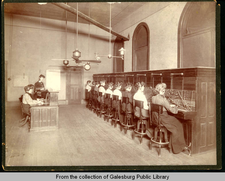 1907 Central Union Telephone Operators located above the Farmers & Mechanics Bank.