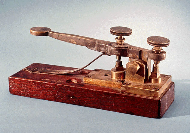 Morse-Vail Telegraph Key (1844) - Smithsonian Photo by Alfred Harrell