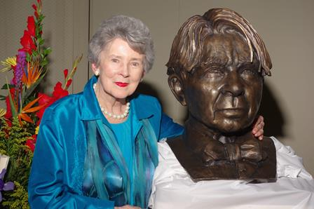 Penelope Niven with Carl Sandburg bust Nov 2014.  Dedication of Sandburg Statue, Galesburg, IL.